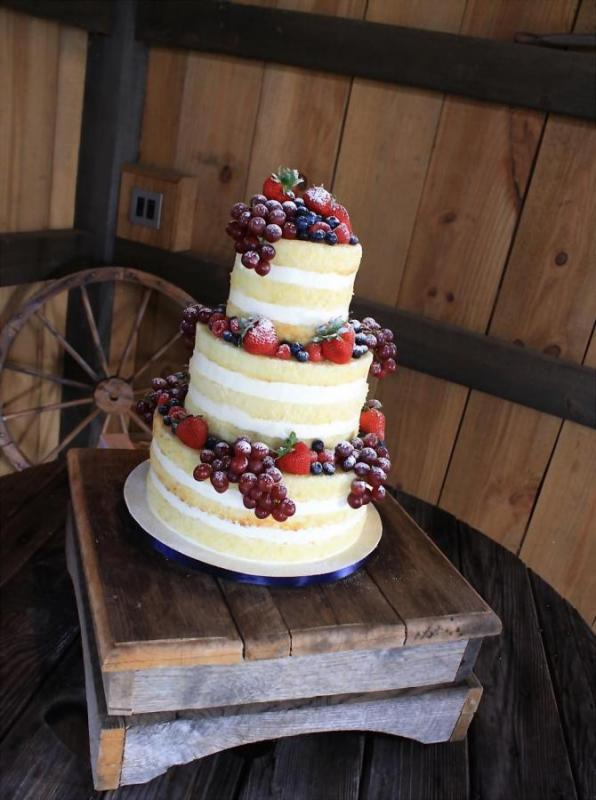 Naked-Wedding-Cake-with-berries