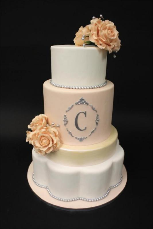 Wedding-Cake-with-pearls-and-flowers